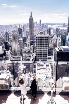 Enjoying my favorite view with my favorite people ♥ One thing that I cannot recommend enough when visiting New York City, is to go to the top of Rockefeller Center. It might be touristy, but...