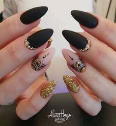 Acrylic Nails Ideas That You Can't Pass By Love the ring finger design/color. Good lengthLove the ring finger design/color. Black Nail Art, Black Nails, Matte Black, Black Almond Nails, Matte Nails, Stiletto Nails, Coffin Nails, Acrylic Nails Almond Matte, Ring Finger Design