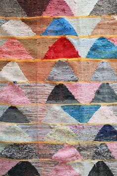 Moroccan boucherouite rug on Etsy Geometric Patterns, Textile Patterns, Print Patterns, Textile Texture, Art Textile, Textile Design, Rug Texture, Textiles, Modern Area Rugs