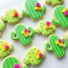 A Cinco de Mayo party is the perfect time to get creative with these fun, DIY decoration ideas. Check out some of our favorite decor ideas and festive party decorations for your Cinco de Mayo fiesta. Fancy Cookies, Iced Cookies, Cute Cookies, Royal Icing Cookies, Sugar Cookies, Cupcakes Succulents, Kaktus Cupcakes, Cactus Cake, Cactus Cactus