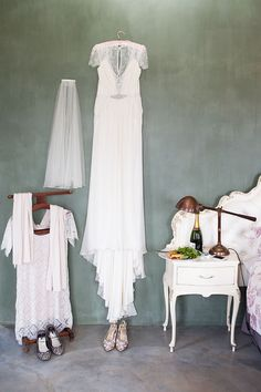 beautiful green wall paint highlights this Aspen dress by Jenny Packham For A Pretty And Elegant South African Wedding Jenny Packham Wedding Dresses, Jenny Packham Bridal, Used Wedding Dresses, Wedding Dress Sizes, Dress Me Up, I Dress, Boho Wedding, Wedding Day, South African Weddings