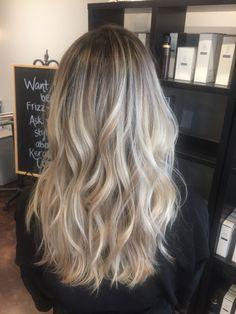 Light Blonde Hair, Blonde Hair Looks, Balayage Hair Blonde, Brown Blonde Hair, Light Hair, Haircolor, Frosted Hair, Ombré Hair, Aesthetic Hair