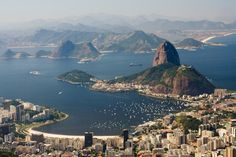 A Praia de Botafogo tem uma das vistas mais privilegiadas do Rio de Janeiro, e liga o Centro a Zona Sul da cidade.