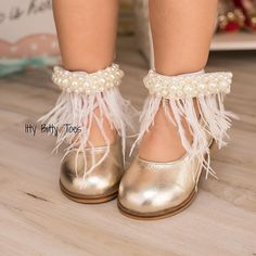 Flapper girl vibes with Gigi Gold Feather ✨ In stock and ready to ship!   Order  ittybittytoes.com  Worldwide Delivery ✈️ittybittytoes