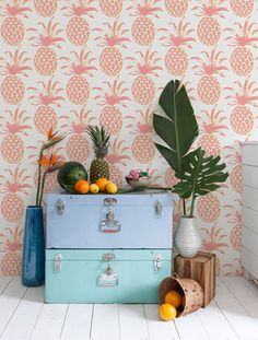 Get inspired by fun kids room decor ideas including organization accents, children's tipis, and plush rugs. Domino magazine shares kids room decor ideas to try in your home. Print Wallpaper, New Wallpaper, Pattern Wallpaper, Estilo Tropical, Tropical Style, Deco Design, Home And Deco, Home Living, Living Room