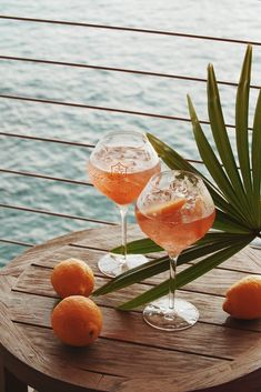 Cocktail Hour: Veuve Clicquot Rosé with orange 🍊 (location: Maui, Hawaii 🇺🇸) Cocktail Photography, Food Photography, Photography Branding, Happy Hour, Happy Thursday, Lumiere Photo, Bourbon Cocktails, Summer Aesthetic, Summer Vibes