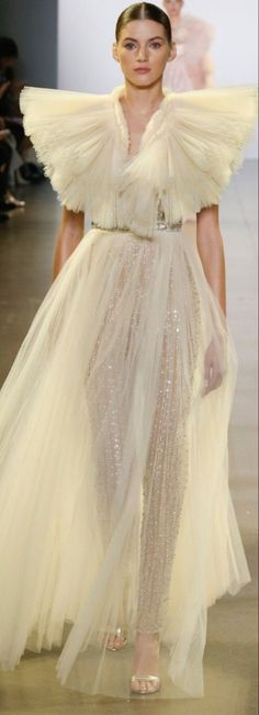 Runway Fashion, High Fashion, Fashion Show, Fashion Design, Evening Outfits, Evening Gowns, Formal Gowns, Formal Wear, Bridal Outfits