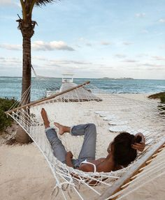 west coast, beach, beach life, relax, relaxing, beach style, summer, summer vibes, messy bun Beach Vibes, Summer Vibes, Photos Tumblr, Surfer Girls, Photo Voyage, Poses Photo, Foto Instagram, Disney Instagram, Summer Aesthetic