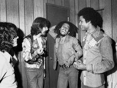 George Harrison and Bob Marley met July backstage at the Roxy in Los Angeles, Photo by Kim Gottlieb Walker Bob Marley Legend, Bob Marley Pictures, Dancehall Reggae, Reggae Music, Robert Nesta, Morrison, Nesta Marley, Les Beatles, The Wailers