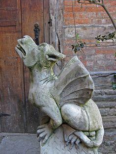 like a dragon pup Fantasy, Gothic Gargoyles, Ange Demon, Sculptures Céramiques, Evil Spirits, Garden Statues, Green Man, Mythical Creatures, Weird Creatures