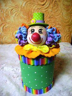 *** ALMIRA ARTES ***: Latas decoradas com palhaços