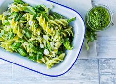 This domain may be for sale! Pasta Al Pesto, Salsa Pesto, Salsa Alfredo, Healthy Living Recipes, Celery, Green Beans, Tapas, Clean Eating, Bacon