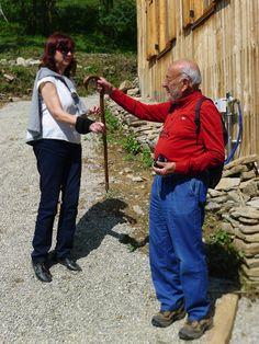 © Gino Ferri - Antonella Tarpino consegna il bastone di Duccio Galimberti a Gastone Cottino