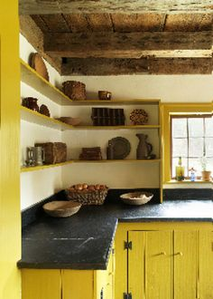 Kitchen // Home Decor // Open Shelving Concept // Yellow cabinets Primitive Kitchen, Country Kitchen, New Kitchen, Kitchen Yellow, Yellow Kitchens, Kitchen Ideas, Kitchen Black, Kitchen Pantry, Country Living