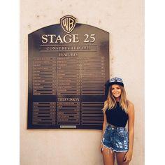 """""""Hoje eu realizei um grande sonho na minha vida. Vim conhecer os estúdios da Warner Bros! A máquina de sonhos mundial, onde tudo acontece! É incrível ver…"""""""