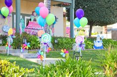 outdoor birthday party decoration with candy ornament Candy Themed Party, Candy Land Theme, Candy Land Party, Lollipop Birthday, 3rd Birthday Parties, 2nd Birthday, Birthday Ideas, Outdoor Birthday, Party Outdoor