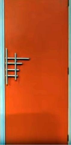 door (screenshot film 'jo' louis de funes)