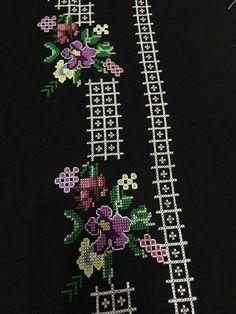 Crochet Stitches, Embroidery Stitches, Prayer Rug, Cross Stitch, Vintage, Needlepoint, Punto De Cruz, Hearts, Dots