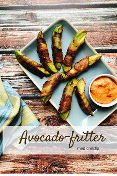 Avocado-fritter med bacon og chilidip. Den ultimative LCHF comfort food. Nem opskrift her: