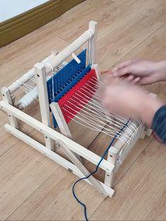 Loom Knitting For Beginners, Loom Knitting Projects, Knitting Videos, Diy Knitting Loom, Pvc Projects, Weaving Projects, Loom Machine, Diy Knitting Machine, Weaving Machine