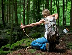 Archery is a sport that involves the use of a bow and arrow, This sport is hundreds of years old and is even featured in the Olympics. The actions in archery utilize several main muscle groups in t… Archery Poses, Archery Girl, Archery Photography, Types Of Bows, Hunting Girls, Women Hunting, Crossbow Hunting, Body Reference, Reference Images