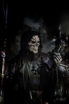 Like this guy Grim Reaper Art, Don't Fear The Reaper, Dark Fantasy, Fantasy Art, Reaper Tattoo, Skull Pictures, Angel Of Death, Angels And Demons, Weeping Angels