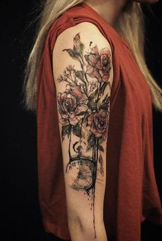 Sleeve tattoos give women the chance to simultaneously look great and express their feelings and ideas through art. Roses are by far the most common choice of arm tattoos among women. Most women choose to have these cover a wide area of the arm, preferably the upper arm. These bleeding roses signify beauty and pain at the same time. When combined with a clock, the tattoo will symbolize the beauty and transition of the wearer's life. Girls With Sleeve Tattoos, Best Sleeve Tattoos, Sleeve Tattoos For Women, Tattoo Sleeve Designs, Tattoo Designs For Women, Girl Tattoos, Tattoos For Guys, Tattoo Sleeves, Tattoos Pics