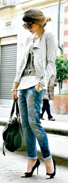 street style featuring oversize #sunglasses, printed jeans and a white jacket. #streetstyle