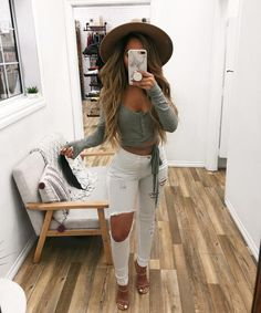 50 Beautiful Summer Outfit ideas with White Jeans To Perfect Your Style - Artbrid - Edgy Outfits, Cute Outfits, Fashion Outfits, Womens Fashion, Casual Bar Outfits, Blazer Outfits, Casual Jeans, Spring Outfits, Winter Outfits