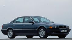 BMW 7er E38  1994-2001  Die dritte Generation des BMW 7er kam 1994 als Nachfolger des BMW 7er (E32) auf den Markt. Der BMW 7er (E38) war eine viertürige Limousine der Oberklasse. Der 7er BMW wurde mit folgenden Motoren angeboten: 2,8- bis 5,4 Liter-Benziner (193-326 PS) und 2,5- bis 4,0-Liter-Diesel (143-245 PS). Das Besondere am BMW 7er (E38) war die integrierte Navigations-Software, die in diesem Modell erstmalig zum Einsatz kam. Der letzte BMW 7er E38 lief 2001 vom Band.