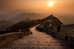 Looking out from the Great Wall of China. Photo by Stefan Forster pic.twitter.com/9pxDf8mW3X
