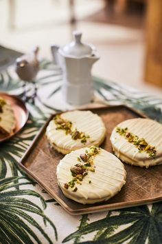 Other Recipes, Camembert Cheese, Hamburger, Food Photography, Sweet Treats, Food And Drink, Sweets, Cookies, Baking