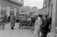 1957. Eger, Zalár József utca a Dobó István tér felé nézve.