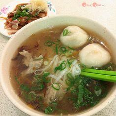 福州魚丸焿粄條配豬耳朵的台味。#Taiwanese pho with mixed fishballs & sidedishes #Taiwan #food