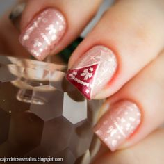 Christmas tree nail art and decoration - Stamping with Moyou plates (Festive Plate Collection 01)