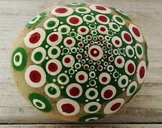 Individual pintado a mano roca mandala.  217