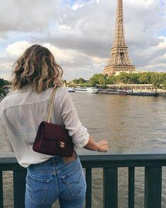 "7,108 curtidas, 67 comentários - Adenorah (@adenorah) no Instagram: ""Coucou Madame #likeatourist #eiffeltower #paris"""