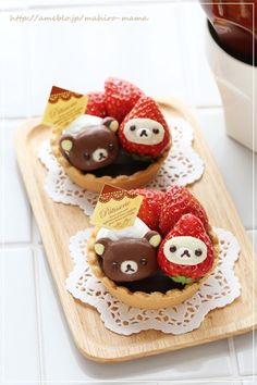 adorable chocolate Rilakkuma and strawberry Korilakkuma tarts ~ momo's obentou