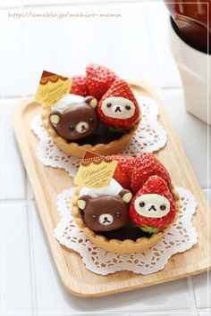 adorable chocolate Rilakkuma and strawberry Korilakkuma tarts ~ momo's obentou