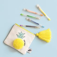 Flat Coin Purse - Pineapple - Donate Car to Charith California Sewing Art, Sewing Crafts, Sewing Projects, Diy Clutch, Diy Purse, Diy Bags Purses, Coin Purses, Embroidery Bags, Purse Tutorial
