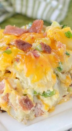 There's nothing more comforting than twice baked potatoes – unless you turn them into a casserole! This Twice Baked Potato Casserole has all your favorite flavors from a twice baked potato but in a deliciously fabulous casserole form – yum! Twice Baked Potatoes Casserole, Potatoe Casserole Recipes, Casserole Dishes, Crack Potatoes, Chili Relleno Casserole, Parmesan Potatoes, Breakfast Casserole, Mashed Potatoes, I Love Food