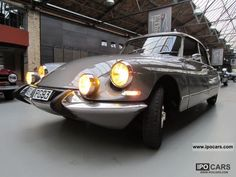 Beautiful lines! Citroën DS 19 Pallas - 1964