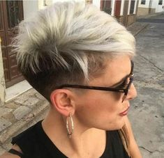 42 Coolest Short Pixie Cuts and Hairstyles Trends in 2019 Coolest Short Pixie Cuts and Hairstyles Trends in Trendy hairstyles and colors Women hair colors; Funky Short Hair, Super Short Hair, Girl Short Hair, Short Hair Cuts For Women, Long Curly Hair, Curly Hair Styles, Thick Hair, Short Hair Undercut, Short Pixie Haircuts