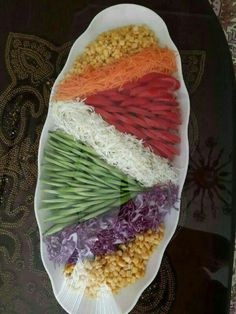 1 million+ Stunning Free Images to Use Anywhere Food Platters, Food Dishes, Food Food, Fruit Tray Designs, Comida Picnic, Iran Food, Vegetable Snacks, Food Carving, Food Garnishes