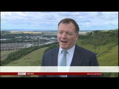 Calais migrants: Man dies as 1,500 try to enter Channel Tunnel | BBC New...
