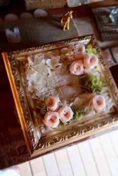 アンティークフレームを使ったリングピロー Ring Pillow, How To Preserve Flowers, Floral Design, Wedding Decorations, Weddings, My Favorite Things, Frame, Rings, Interior