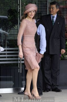 Princess Letizia of Spain (Royal Wedding of Prince William and Kate Middleton) Lovely Dresses, Dresses For Work, Formal Dresses, Wedding Dresses, Pink Dress, Lace Dress, Dress Shoes, Looks Kate Middleton, Spanish Fashion