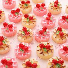 Sweets Deco Christmas Strawberry Chiffon Cake