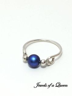 Iridescent Dark Blue Swarovski Ring ~ Wire Wrapped Ring ~ Wire Ring ~ Blue Pearl Ring ~ Swarovski Pearl Ring - diy and joy Wire Jewelry Rings, Beaded Rings, Sea Glass Jewelry, Diy Jewelry, Jewelery, Silver Jewelry, Jewelry Making, Wire Earrings, Wire Bracelets