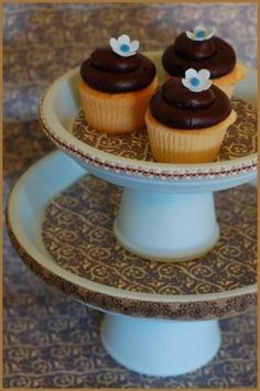 diy-cupcake-stand out of flower pots